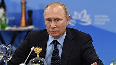 Президент РФ Владимир Путин во время встречи с представителями зарубежных деловых кругов в рамках Восточного экономического форума. 6 сентября 2017