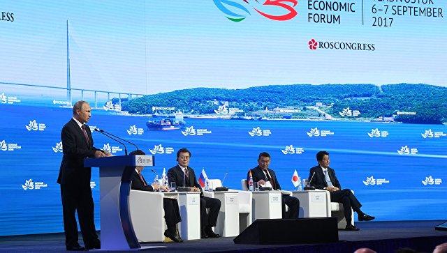 Президент РФ Владимир Путин выступает на пленарном заседании III Восточного экономического форума во Владивостоке