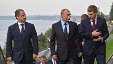 Президент РФ Владимир Путин во время осмотра набережной реки Камы в Перми. 8 сентября 2017