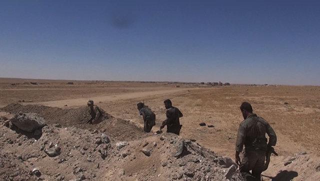 Бойцы сирийской армии во время операции по деблокированию авиабазы Дейр-эз-зор. Архивное фото