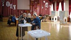 Избиратели в единый день голосования на избирательном участке в Москве. 10 сентября 2017