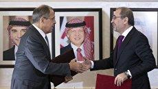 Министр иностранных дел РФ Сергей Лавров и министр иностранных дел Иордании Айман Сафади во время подписания совместных документов в Аммане. 11 сентября 2017