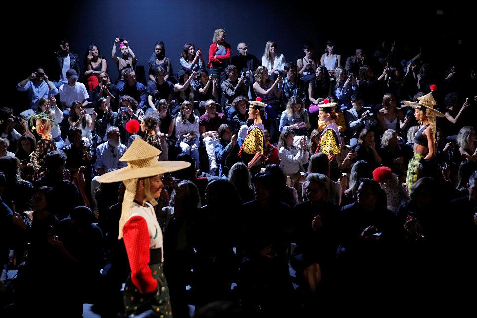 Показ коллекции Desigual в рамках недели моды в Нью-Йорке, 2017