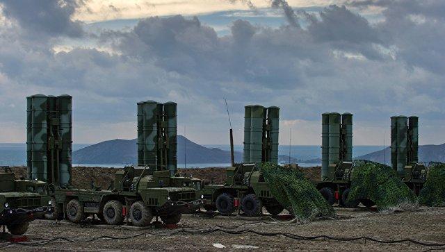 Зенитный ракетный комплекс С-400 Триумф. Архивное фото.