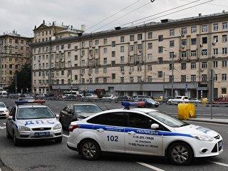 Автомашина правоохранительных органов у торгового центра Метрополис в Москве. Архивное фото