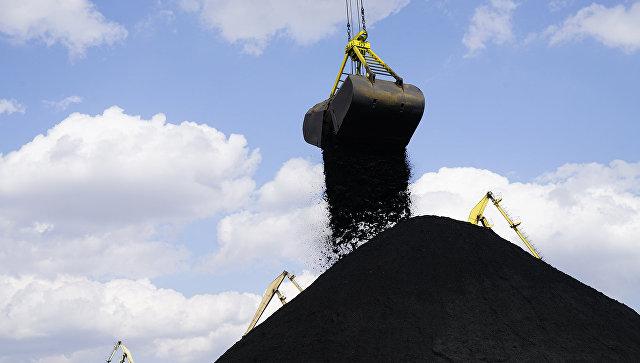 Разгрузка угля в одесском порту Южный. Архивное фото
