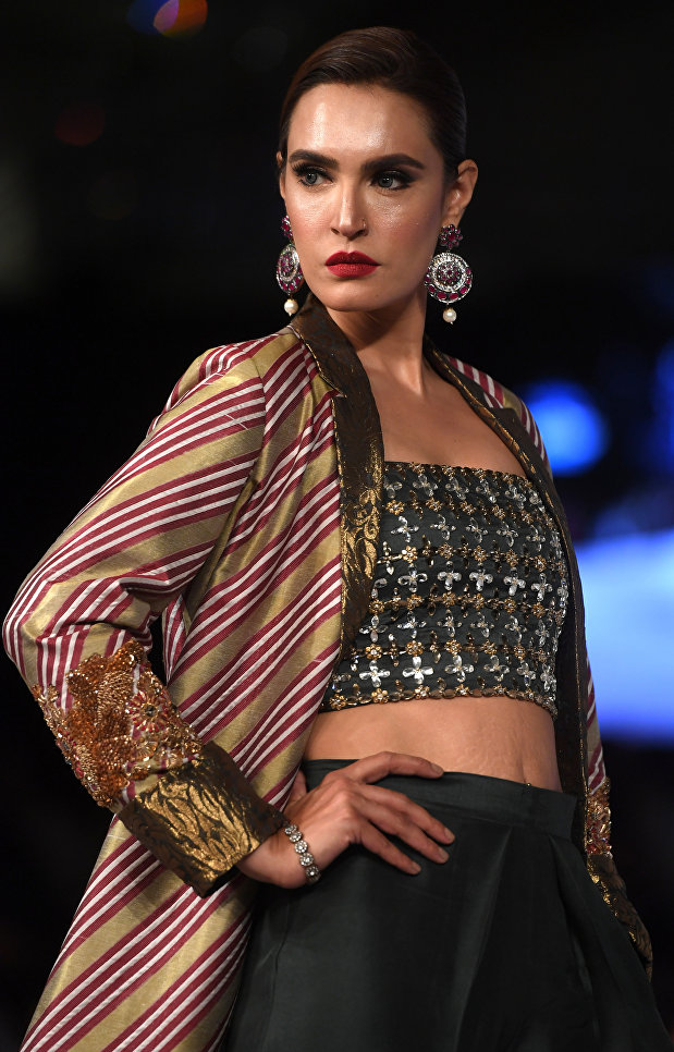 Показ коллекции Sanam Chaudhry на Неделе моды в Карачи, Пакистан