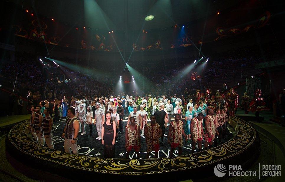 Артисты на гала-шоу всемирного фестиваля циркового искусства Идол