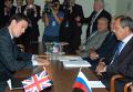 """Министры иностранных дел России и Великобритании Сергей Лавров (справа) и Дэвид Милибэнд (слева) на встрече """"Группы восьми"""" в Нью-Йорке. Архив"""