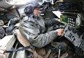 Механик водитель БМП-2 во время тактических учений мотострелковых подразделений Балтийского флота в рамах стратегических учений Запад-2017 на полигоне Правдинский в Калининградской области