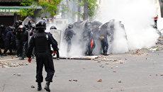 Взрыв дымовой шашки у Греческой площади в Одессе.  2 мая 2014