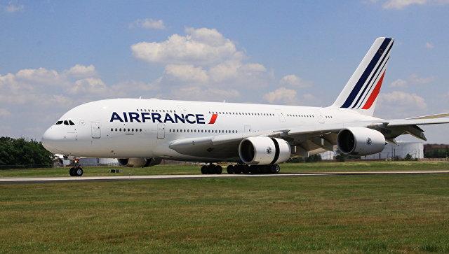 Самолет Airbus 380 (A380, авиакомпания Air France). Архивное фото