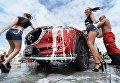 Промо модели у автомобиля на стенде Mazda во время автосалона Vladivostok International Autosalon