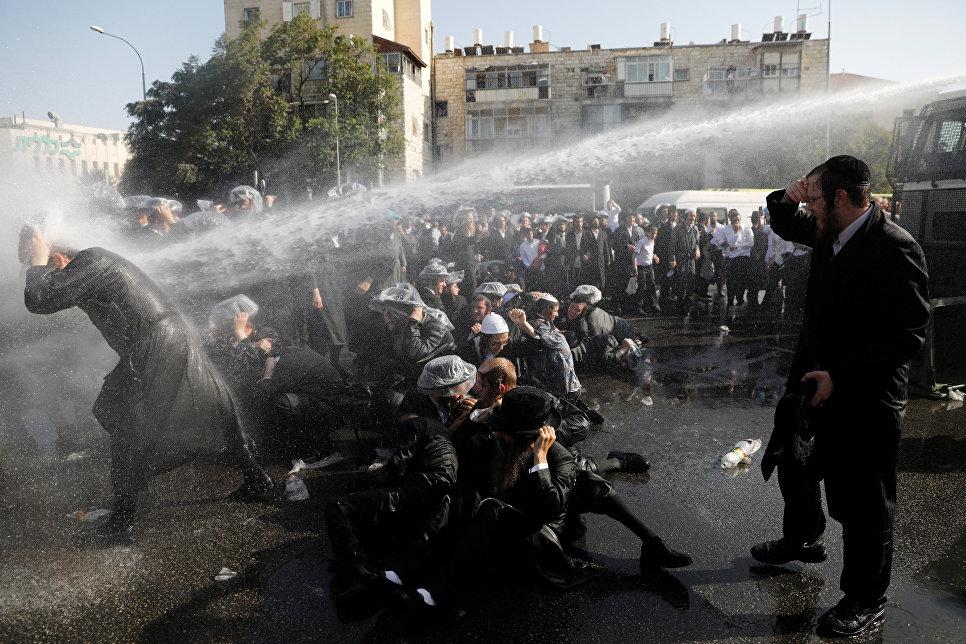 Столкновения между полицией и ультраортодоксальными евреями в Иерусалиме, Израиль. 17 сентября 2017