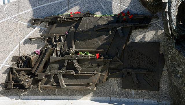 Окончены работы поудалению схемы германской винтовки с монумента Калашникову
