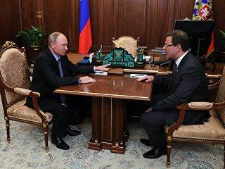 Президент РФ Владимир Путин и с сенатор Дмитрий Азаров во время встречи. 25 сентября 2017