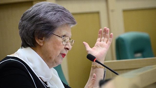 """Сенатор Горячева возмутилась """"сверхвысокими"""" ценами в столовой Совфеда"""