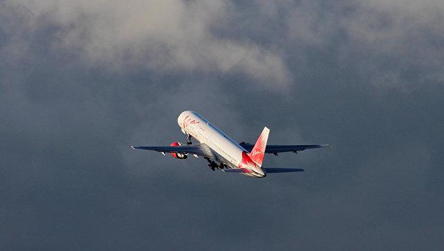 Самолет Boeing 757-200 авиакомпании ВИМ-Авиа взлетает в аэропорту Пулково в Санкт-Петербурге
