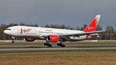 Самолет Boeing 777-200 авиакомпании ВИМ-Авиа в аэропорту Пулково в Санкт-Петербурге. Архивное фото