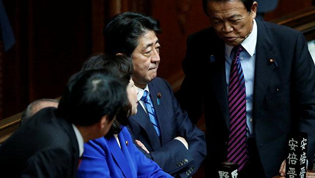 Премьер Японии распустил парламент из-за угрозы со стороны КНДР