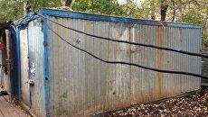 Бытовка, где проживали задержанные ФСБ России участники ячейки группировки Исламское государство* в Московской области