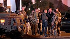 Агенты ФБР на месте стрельбы у казино Mandalay Bay в Лас-Вегасе. 2 октября 2017