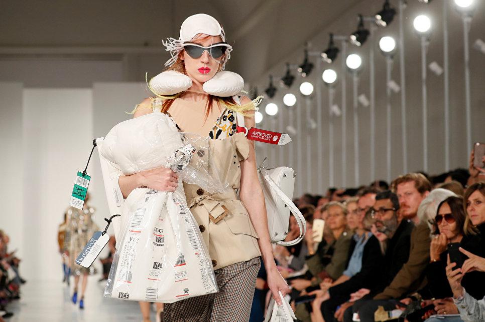 Показ коллекции John Galliano в рамках Недели моды в Париже