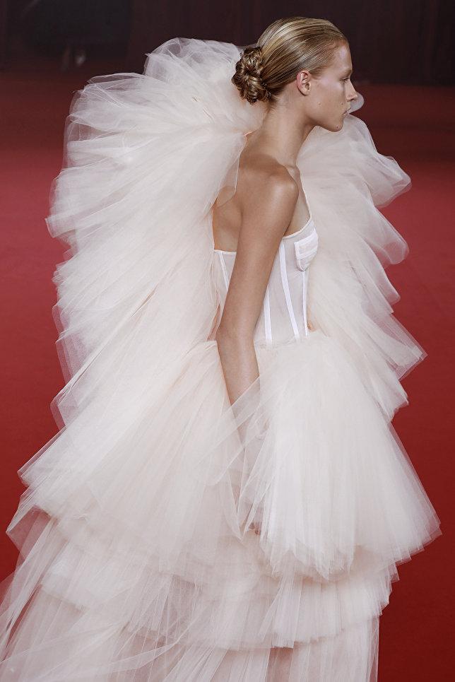 Показ коллекции Off White в рамках Недели моды в Париже
