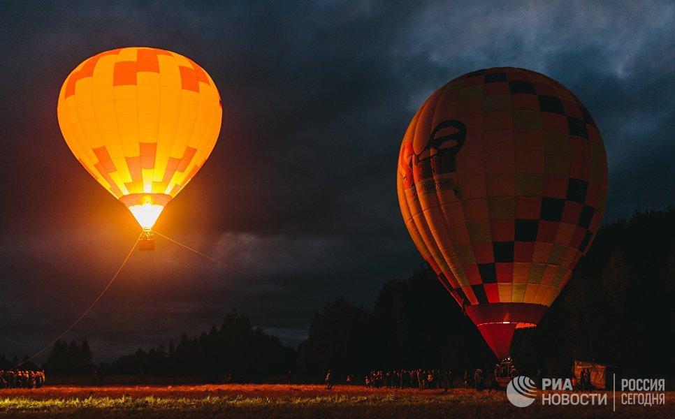 Участники фестиваля воздушных шаров SkyFlyFest 2017 в Ивановской области