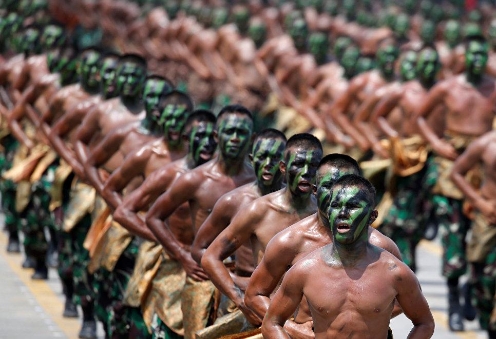 Во время празднования 72-й годовщины вооруженных сил Индонезии в Силегоне