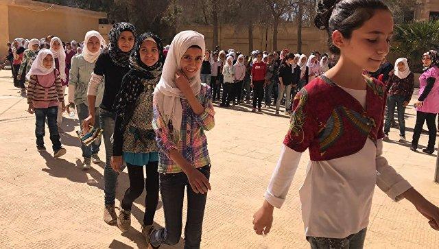 В сирийской деревне дети вернулись в школу, которую ИГ* сделало тюрьмой