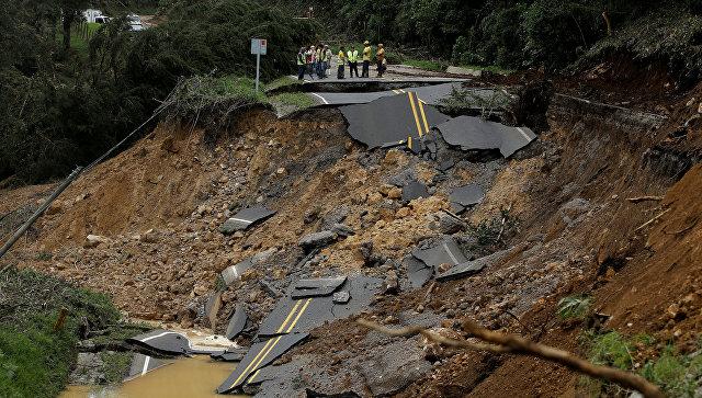 Дорога, уничтоженная ураганом Нэйт, в районе Каса Мата в Коста-Рике. 6 октября 2017