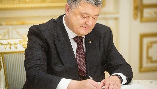 Азаров: подписанный Порошенко закон опенсионной реформе направлен насокращение пожилых людей