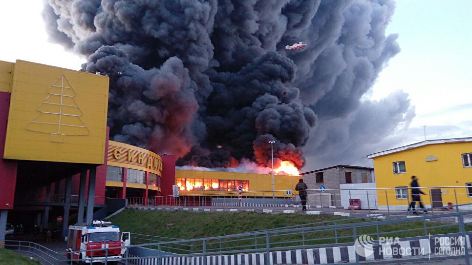 Ситуация возле торгового комплекса Синдика после возгорания. 8 октября 2017