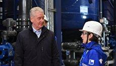 Мэр Москвы Сергей Собянин во время посещения Московского нефтеперерабатывающего завода в Москве. 9 октября 2017
