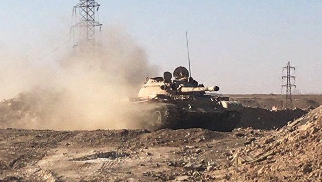 Военная техника сирийской армии во время наступления к востоку от города Дейр-эз-Зор. Архивное фото