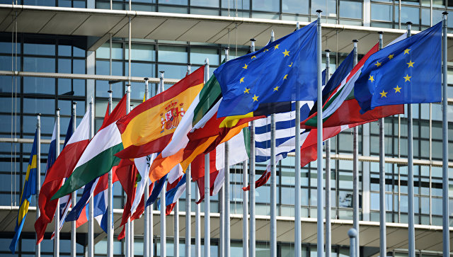 Флаги ЕС у здания Европейского парламента в Страсбурге. Архивное фото