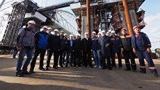 Лидеры думских фракций во время посещения стройплощади Крымского моста. 12 октября 2017