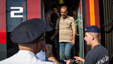 Мигранты в поезде на железнодорожной станции во Франкфурте-на-Майне. Архивное фото