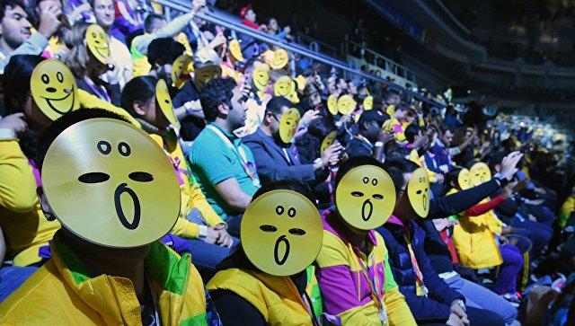 Зрители на театральном представлении во время церемонии открытия XIX Всемирного фестиваля молодежи и студентов  Сочи. 15 октября 2017