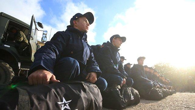 Призывники в Симферополе перед отправкой к месту службы. Архивное фото