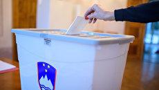 Голосование на избирательном участке в Словении. Архивное фото