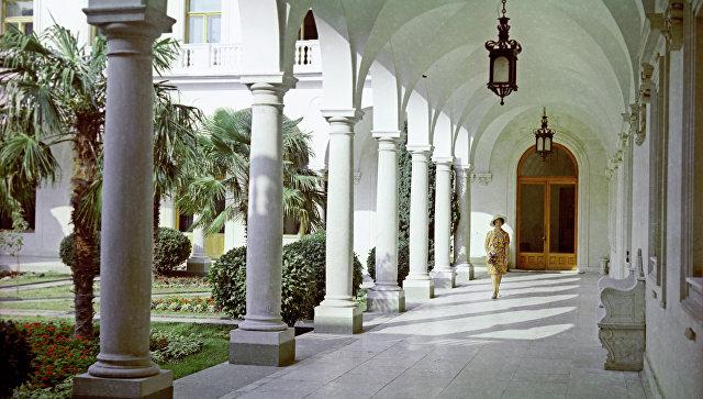 Аркада во внутреннем итальянском дворике санатория Ливадия