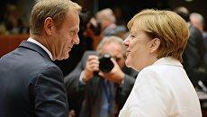 Председатель Европейского совета Дональд Туск и канцлер Германии Ангела Меркель перед началом заседания Совета Европы в Брюсселе. 20 октября 2017