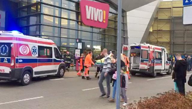 Спецслужбы на месте нападения в торговом центре VIVO!в Сталёва-Воле, Польша. 20 октября 2017