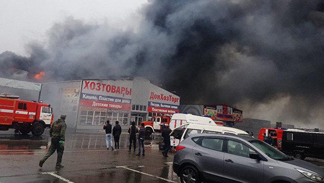 Интенсивный пожар произошел нарынке под Ростовом-на-Дону