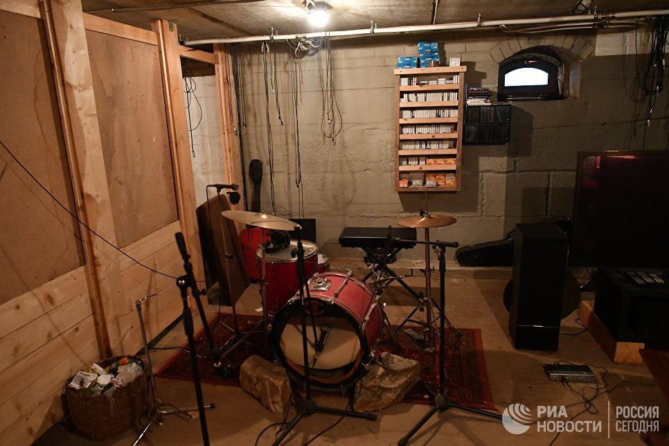 Домашняя студия поэта и музыканта Петра Мамонова.