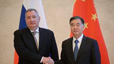 Заместитель председателя правительства РФ Дмитрий Рогозин и вице-премьер Государственного совета КНР Ван Ян во время встречи в Китае. 30 октября 2017