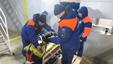Спасатели МЧС России пред началом посиковых работ на дне моря на Шпицбергене. Архивное фото