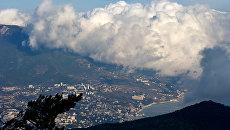 Вид на Ялту с горы Ай-Петри. Архивное фото